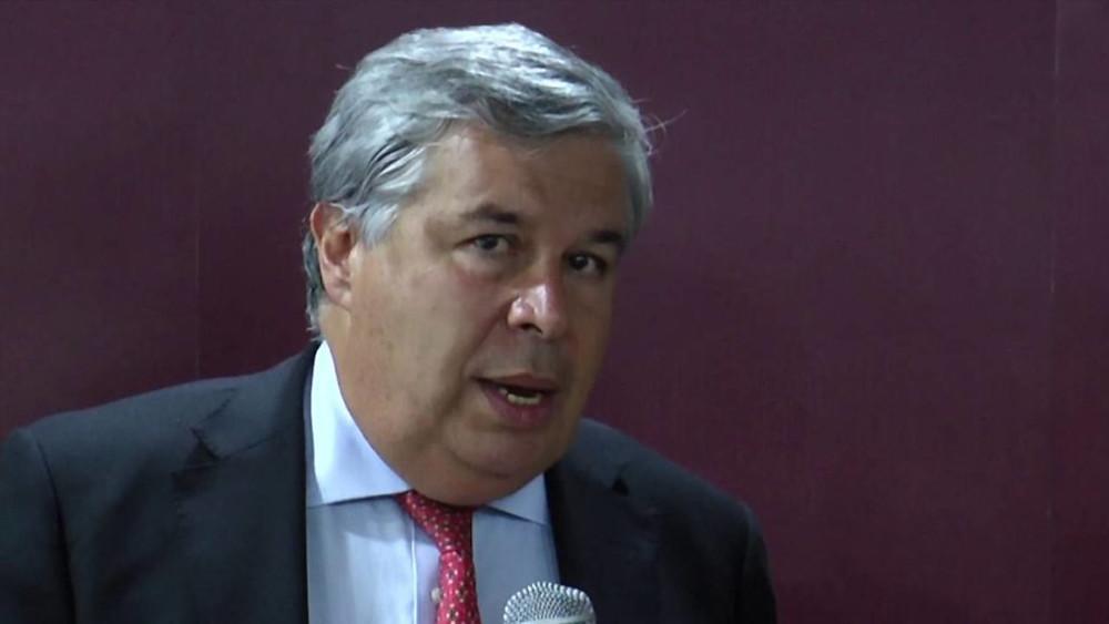 Víctor G. Ricardo.