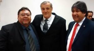 Daniel Cerros (der) Dr. Rolando Alarcón (Medio) Presidente AMF y Ricardo Montoya (izq.) ( Presidente de la Federacion de Futsal Chile)