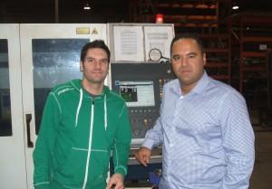 Andrés García (dre)y su socio en una de sus Compañías. Foto cortesía: Andres García.