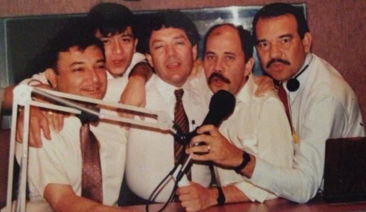 Fernando Escobar Giraldo y sus colegas de Radio Klaridad. Foto Cortesía: Fernando Escobar Giraldo.