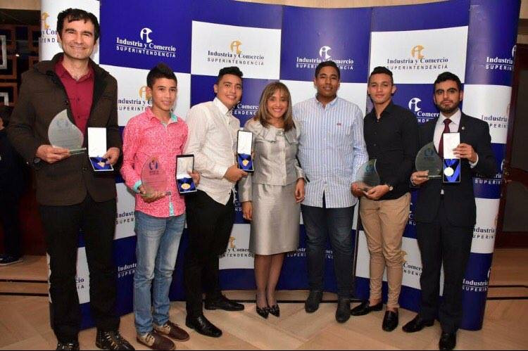Natalia Gnecco y los ganadores Premio al Inventor Colimbiano