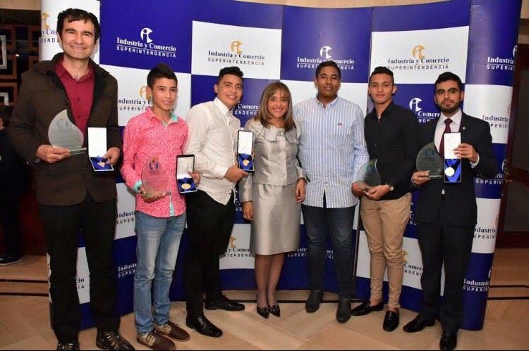 Natalia Gnecco y los ganadores Premio al Inventor Colimbiano