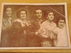 """""""Mecha"""" Gómez y su familia, primera (der) Foto cortesía: """"Mecha"""" Gómez"""