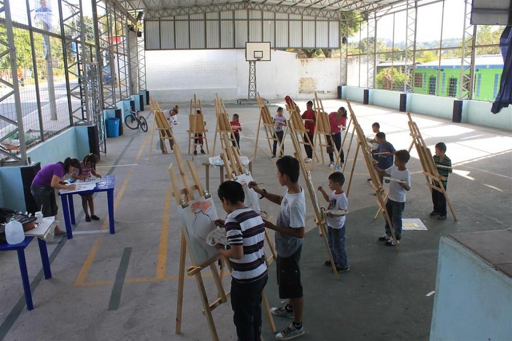Taller de Pintura en El Salvador (Santa Cruz Michapa). Foto Cortesía: Luis Ramírez.