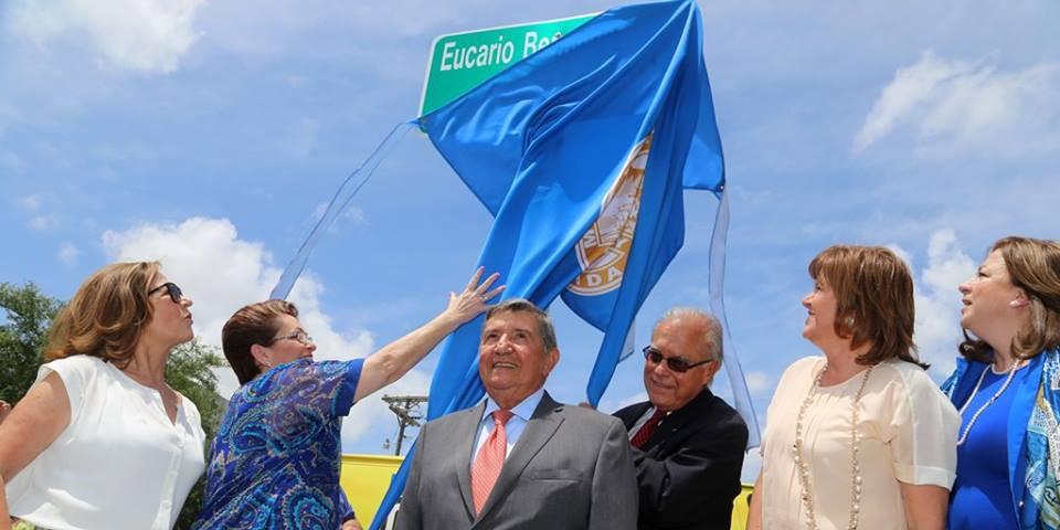 Eucario Bermúdez (centro) Comisionada Rebeca Sosa (primera izq). Comisionado Javier D. Souto (der) Fotp Cortesía: Eucario Bermudez