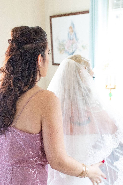 San Antonio Maid of Honor fixes veil