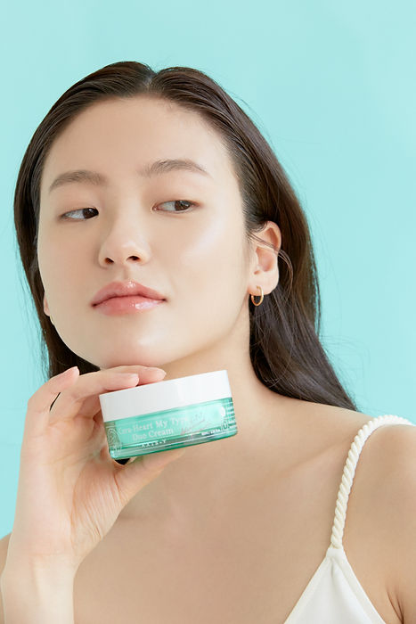 AXIS-Y Moisturizing Cream Applications and Ingredients | KSFBEAUTY