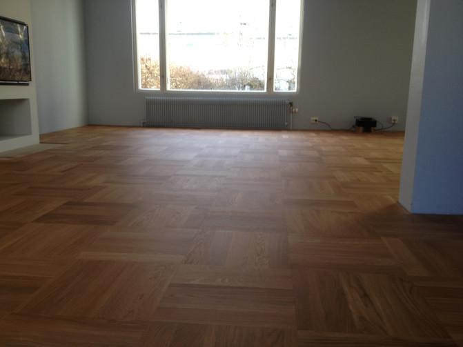 Legging, sliping og overflatebehandling av eik heltre 16x70x350 i firkantmønster.