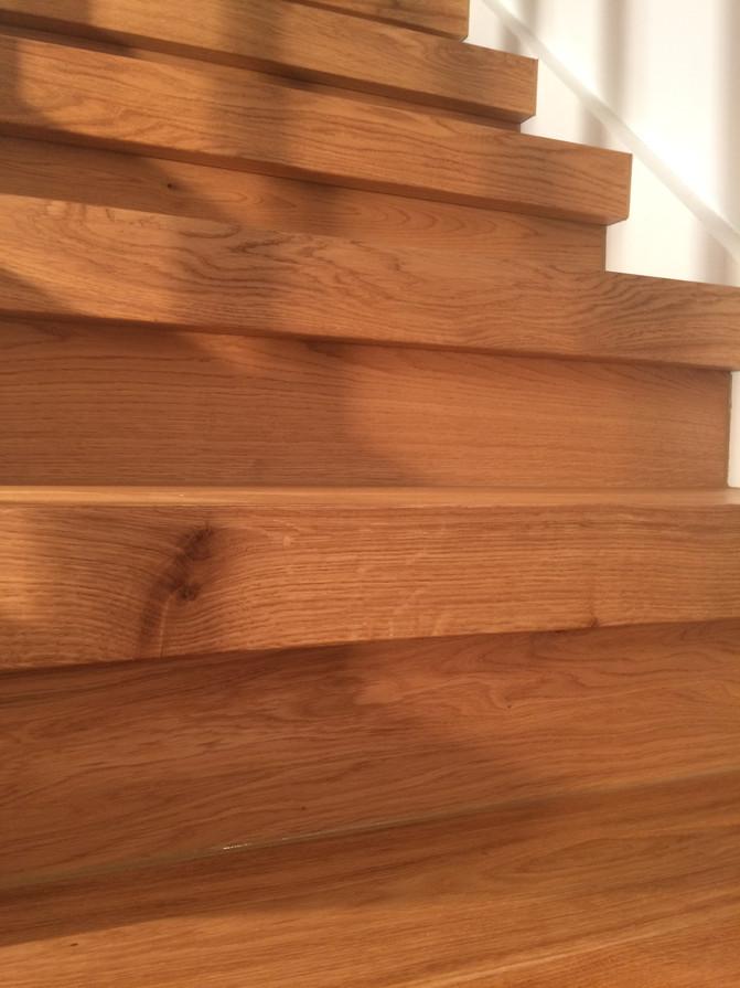 Legging av gulv i trapp.