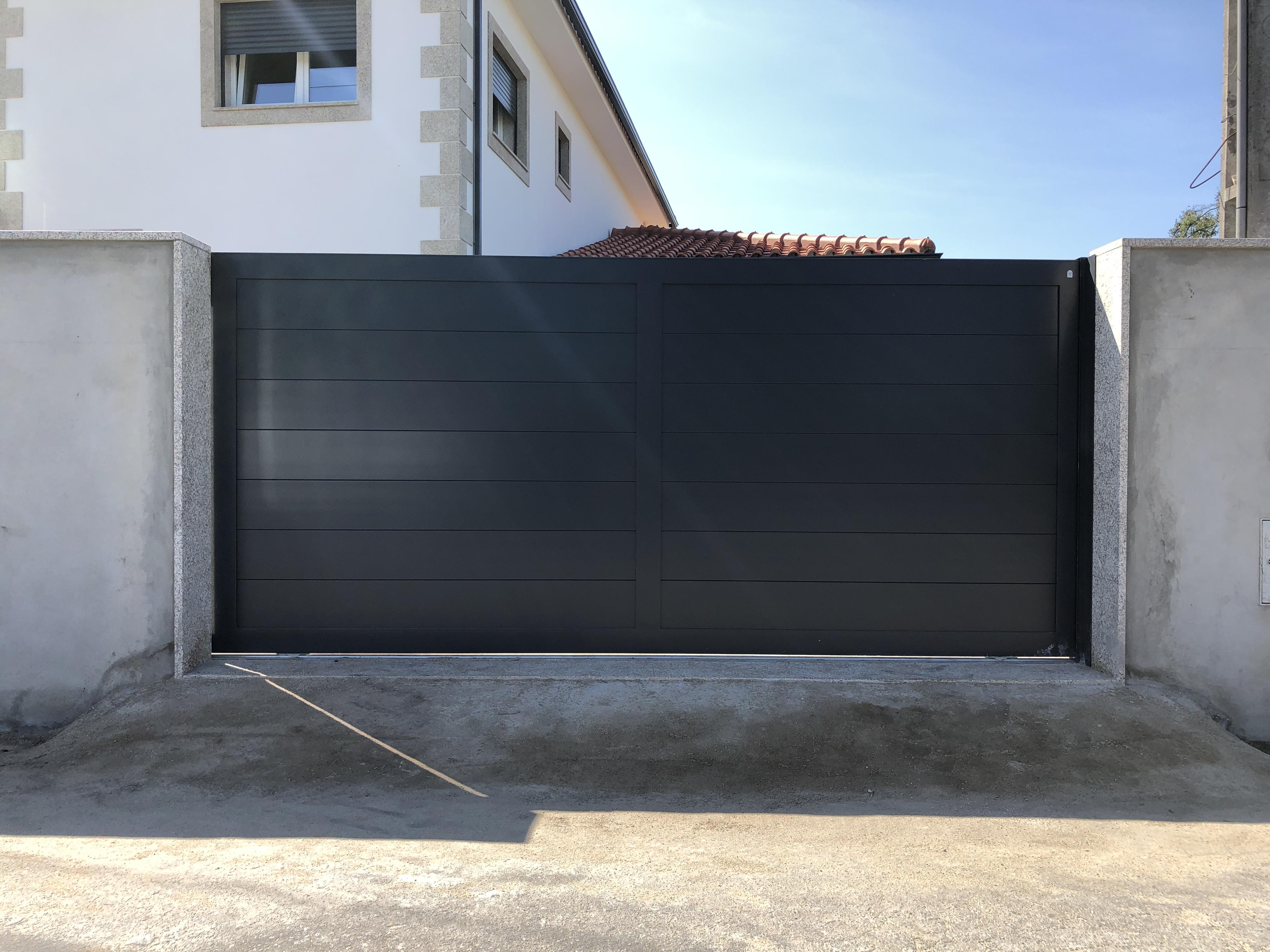Portão de correr em Alumínio Soldado