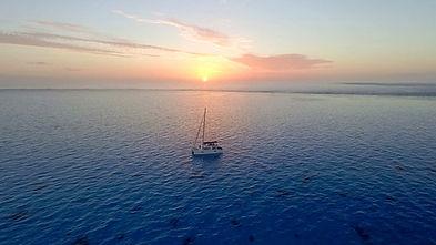 travel-sailing-boat-hitchhiking-nomad-bo