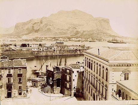 Porta-della-Dogana-Wikipedia.jpg