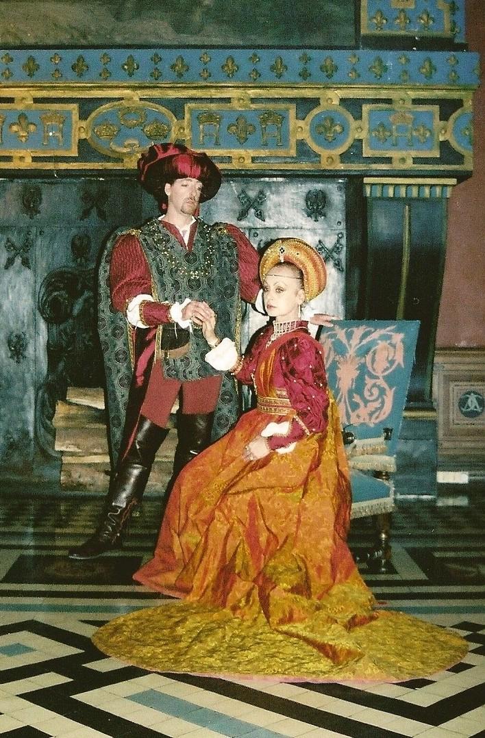Bassa Toscana Cheminee Costume Italien rouge Photo Alain Jacquet