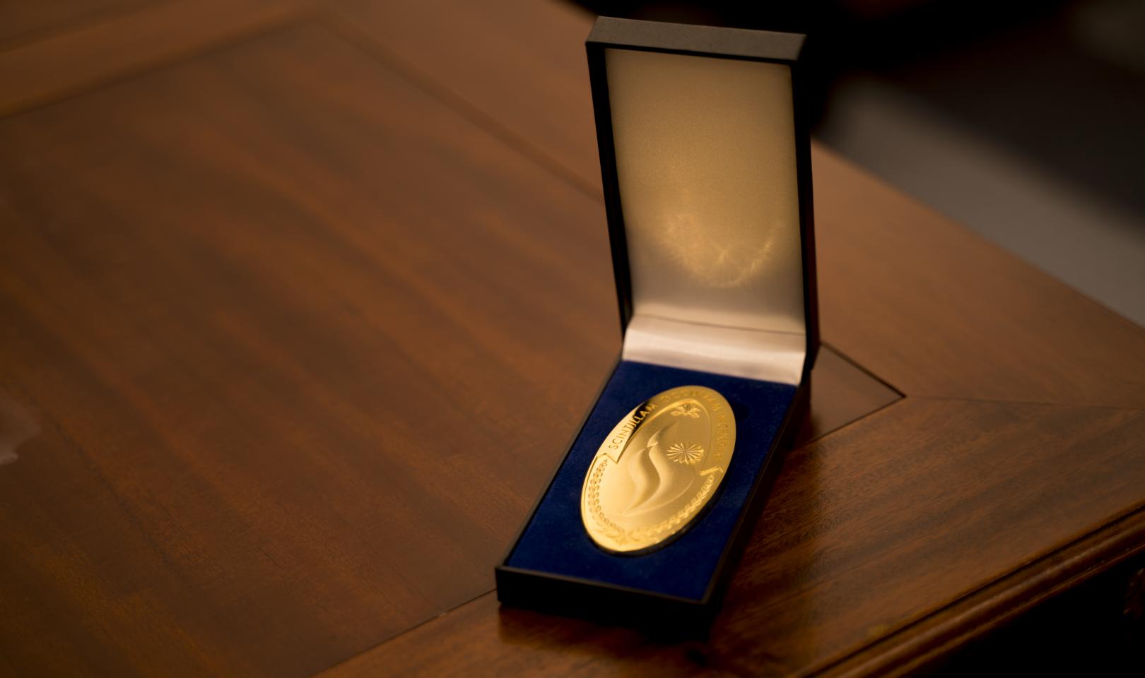 Oval medal case