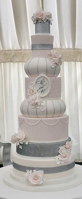 8 tier classic wedding cake