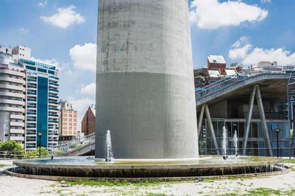Fuente de agua - Faro del Bicentenario
