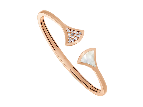DIVAS' DREAM 18 kt rose gold bangle bracelet set with a mother of pearl element and pavé diamonds.