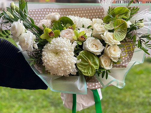 Букет с хризантемой и антуриумом 455