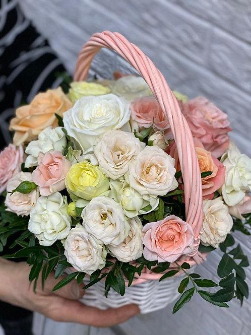 Корзина с розами 438