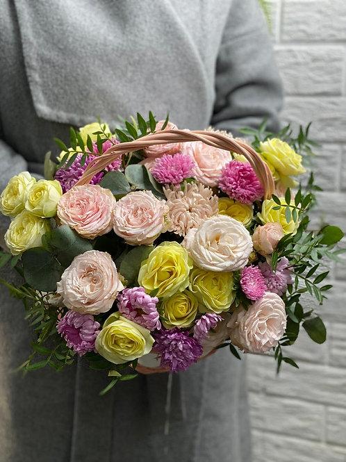 Корзина с розами и астрами 405