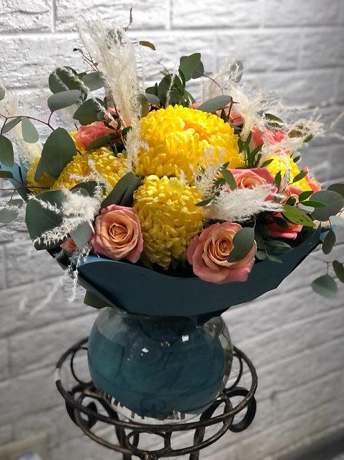 Букет из хризантем и роз 436