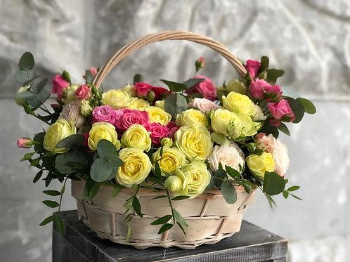 Корзина с кустовыми розами 402