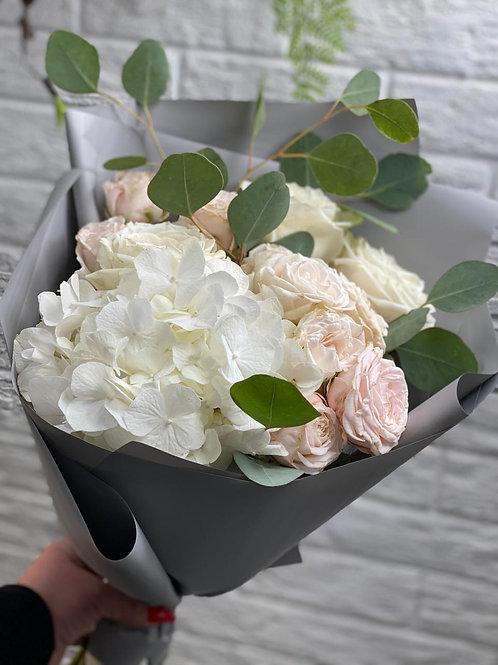 Букет с кустовой розой 391