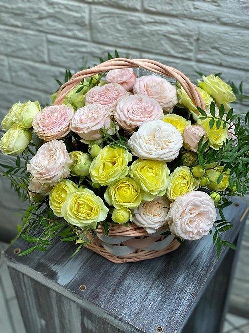 Корзина с пионовидными розами 404