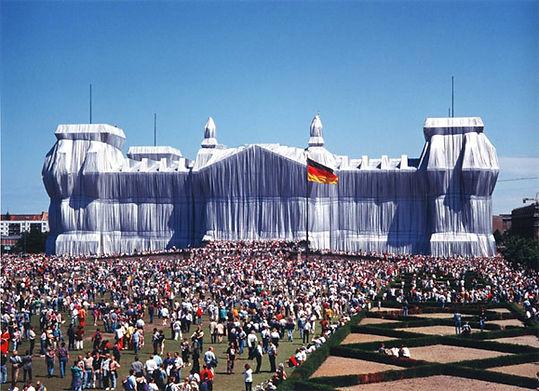 1995. Edificio del Reichstag envuelto. Berlín. Christo y Jeanne-Claude.