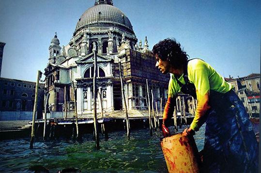 1970. Coloración del Gran Canal de Venecia. Land Art. Nicolás García Uriburu.