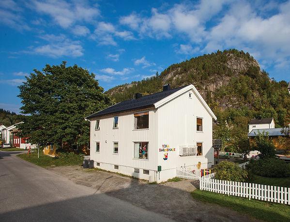 Hus til bakside CMYK.jpg