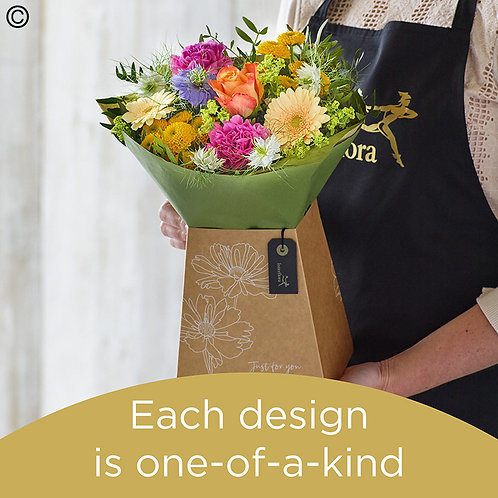 Summer gift box made with the finest flowers