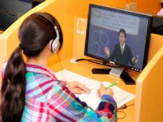 志文舎の映像授業風景