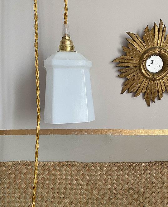 lampe baladeuse globe opaline blanc   lovmint