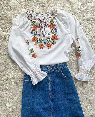 blouse vintage broderie main hongroise.jpg