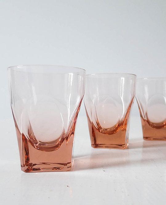 verre eau verre couleur rose vintage