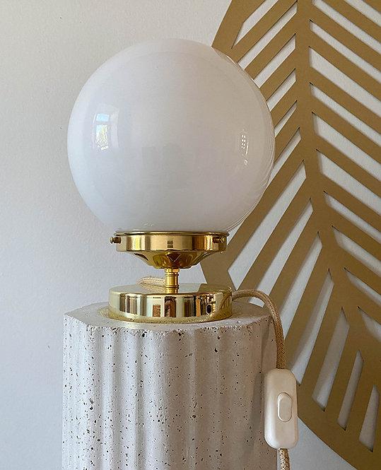 lampe globe opaline vintage blanc | lovmint