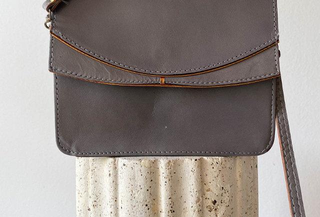 sac besace en cuir gris et doré vintage