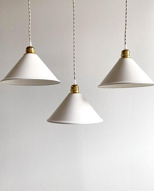 suspension metal conique blanc