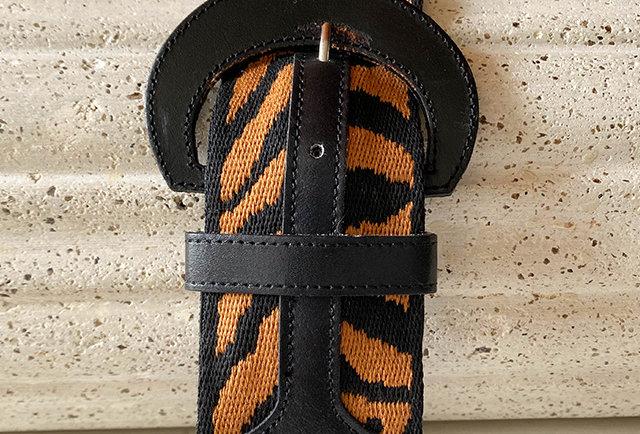 ceinture cuir et tissu imprime animal vintage