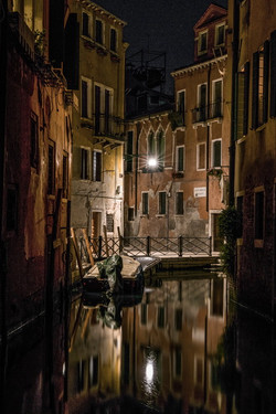 Night in the center of old Venice