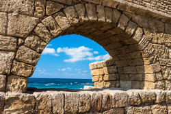 Waves of the sea in ancient arch