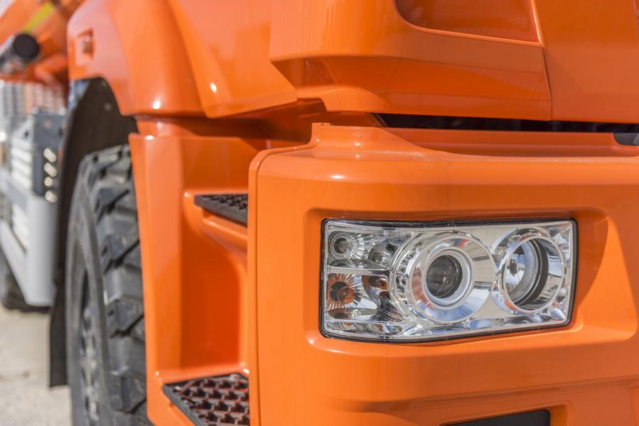 Headlight of truck