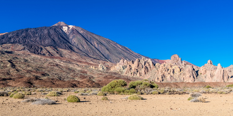 Sandy plateau at the foot of the Teide v