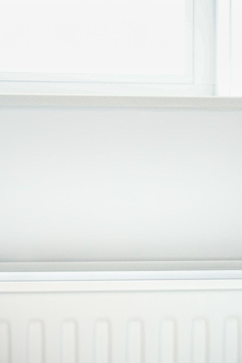 De radiator en kozijnen vallen weg in de wand