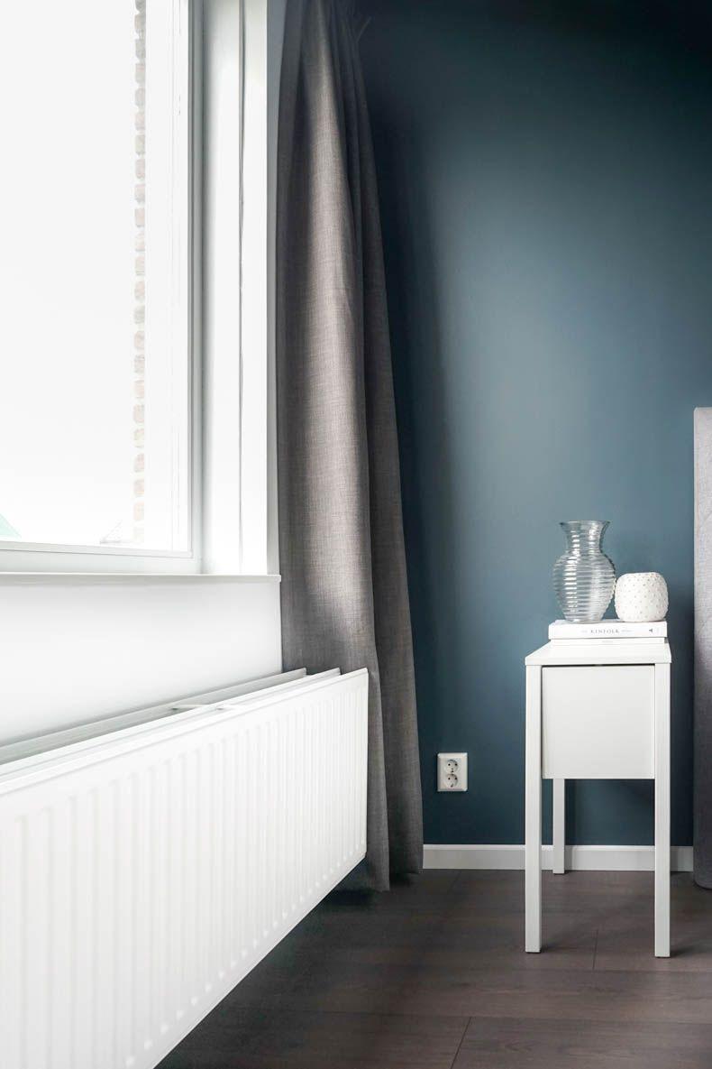 Radiator en kozijnen met Traditional Paint in Silk White
