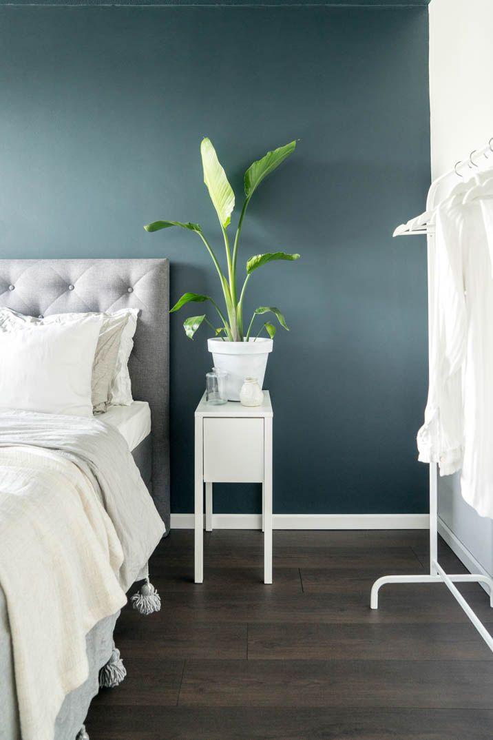 Slaapkamer met wit en blauw