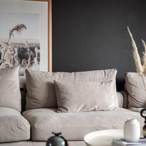Make-over: een lichte woonkamer met gebruik van de kleur zwart!