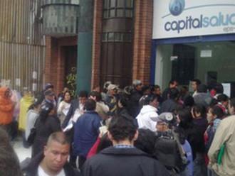 Las inhumanas filas a las que Capital Salud somete para entrega de medicamentos