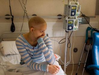 Decretos nos condenan a la ruina y a la muerte': pacientes de alto costo